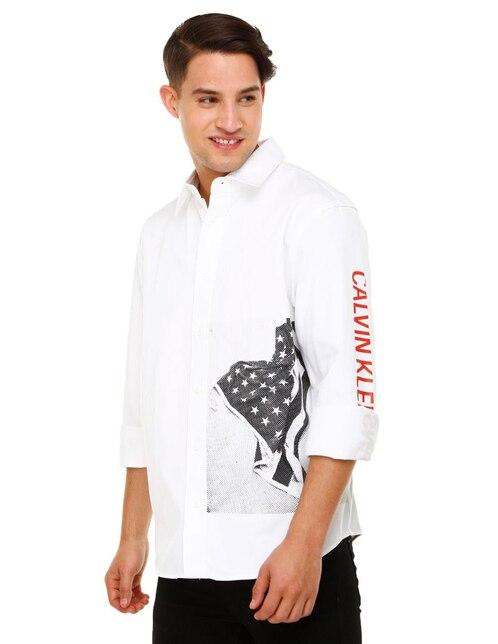 3e8a3e368 Camisa casual Calvin Klein corte regular fit blanca con diseño gráfico